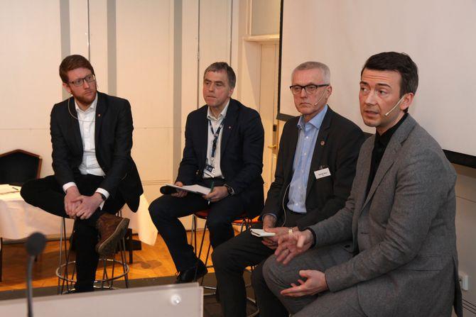 Martin Henriksen (Ap), Helge Eide (KS), Arild M. Olsen (PBL) og Kent Gudmundsen (H) deltok i debatten på slutten av seminaret.