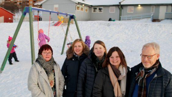 Universitetsbarnehageprosjektet i Tromsø. Fra venstre fagleder Laila Østgård i Lunheim barnehage, andreårsstudent Camilla Henriksen, prosjektleder Silje Rossvoll Kvande, enhetsleder fastlandet nord Gørill Nilsen og studieleder ved barnehagelærerutdanninga Helge Habbestad og .