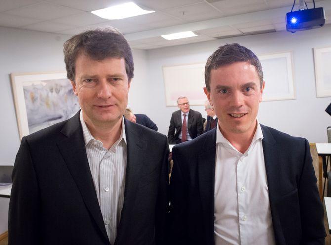 Konsernsjef Per Axel Koch og CFO Per Olav Monseth i Polaris Media. I bakgrunnen er investorene Gunnar Bjørkavåg og Erik Must, samt styreleder Bernt Olufsen.