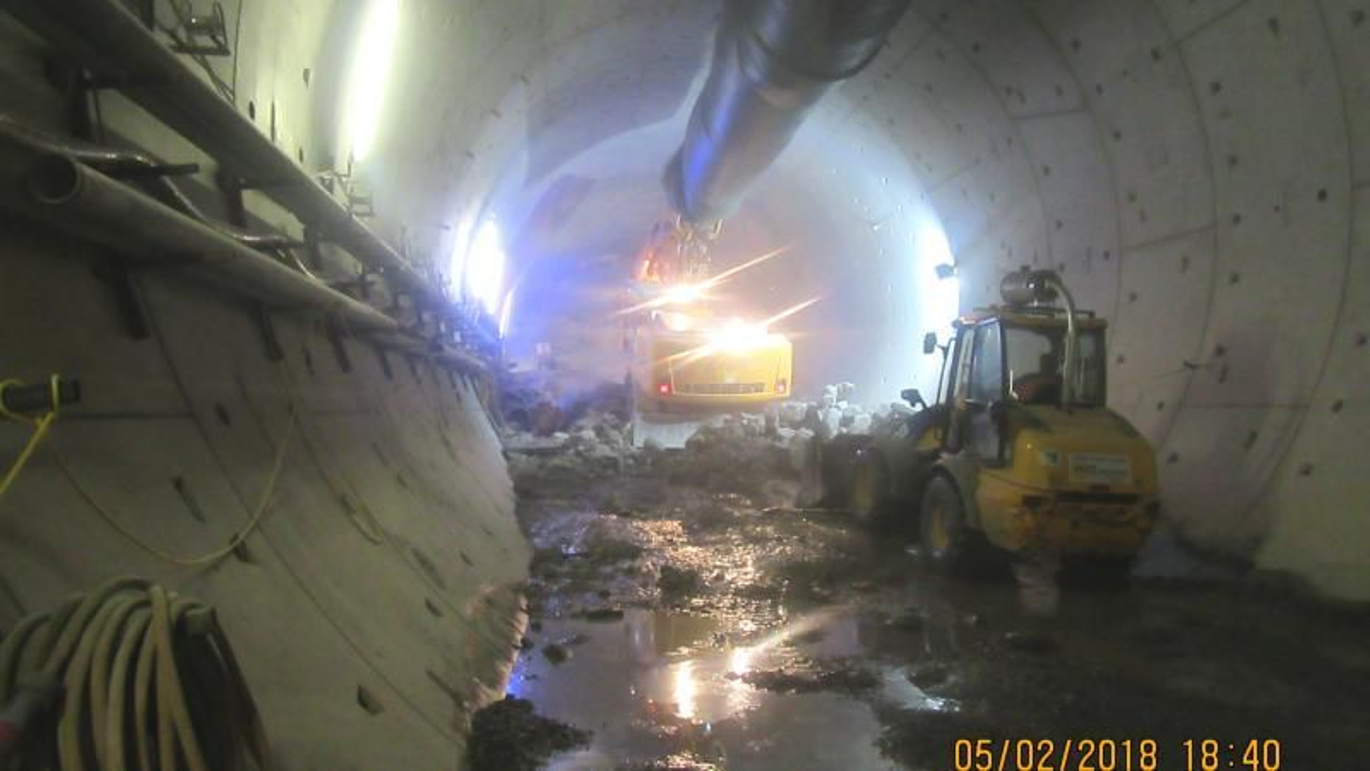 Entreprenøren har endelig nådd fram til den 10.500 m3 store og rundt 160 meter lange betongproppen  som oppstod etter uhellet i august i fjor.