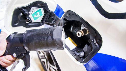 Hydrogenfylling av en Toyota Mirai.