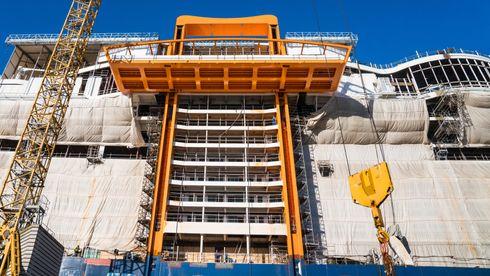 Cruiseskip med mobilt dekk til 13 etasjer: - Teknisk helt på kanten