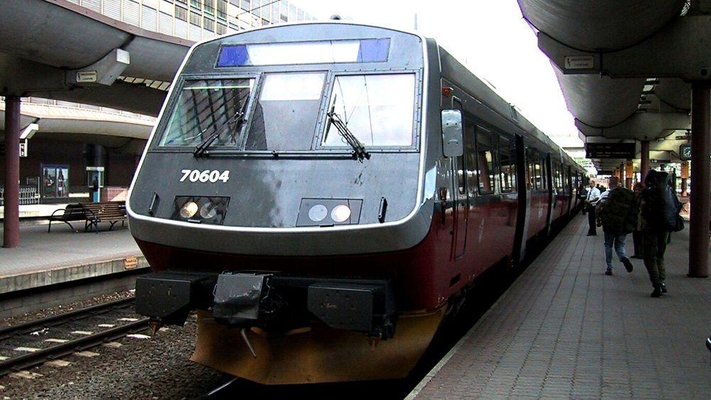 Intercity-satsingen med dobbeltspor og kortere reisetid mellom byene på det sentrale Østlandet må skyves flere år fram i tid, mener Bane Nor i et dokument som blir lagt fram mandag.