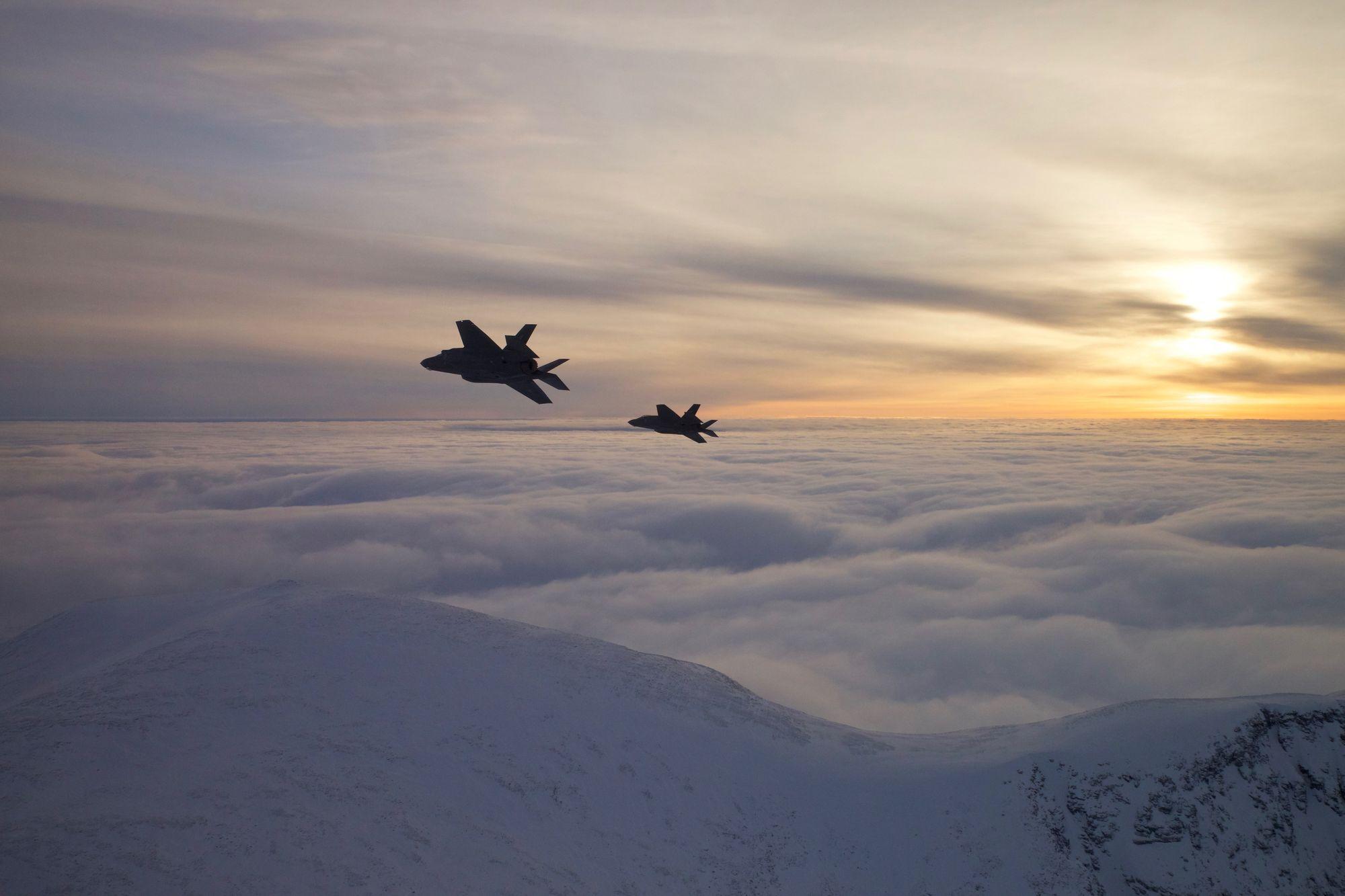 Her Lander F 35 Med Bremseskjerm P 229 216 Rland Tu No