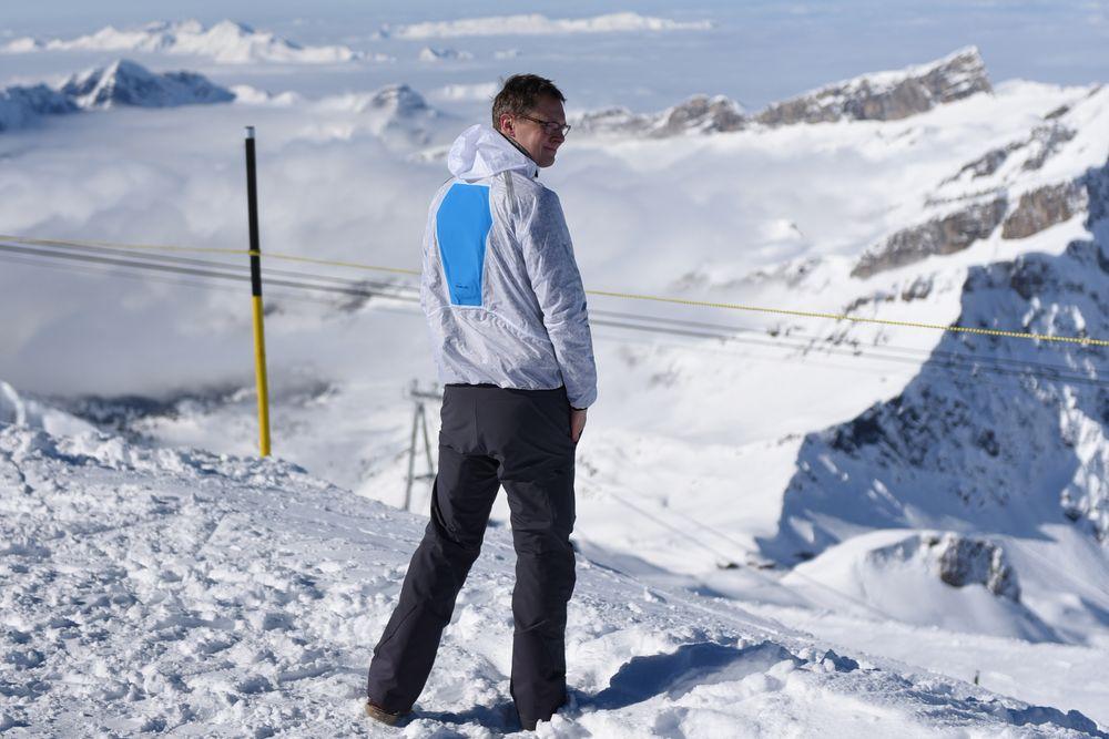 Trond Heldal har etablert seg i Sveits. Her med en testjakke hvor de aktive elementene vises på ryggen.