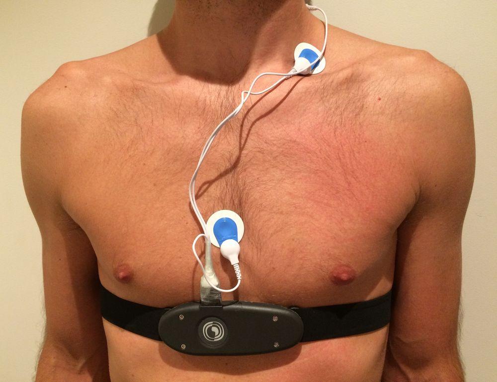 Prototypen av sensoren testes ut med flere punktmålinger med ulik avstand til hjertet. I fremtiden skal dette se ut som et av dagens pulsbelter med flere målepunkter i beltet.