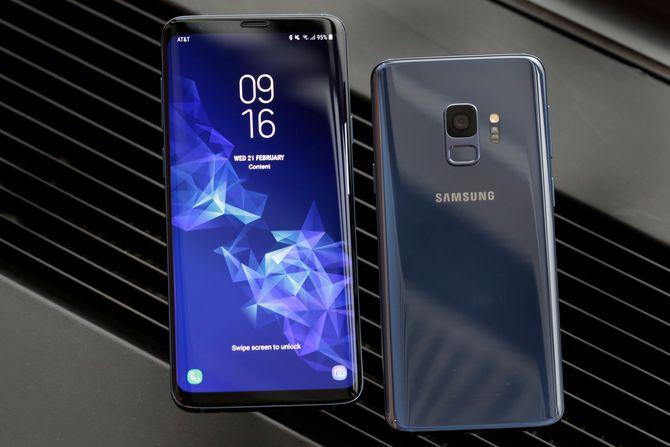 Samsung Galaxy S9 Plus (til venstre) og Samsung Galaxy S9.