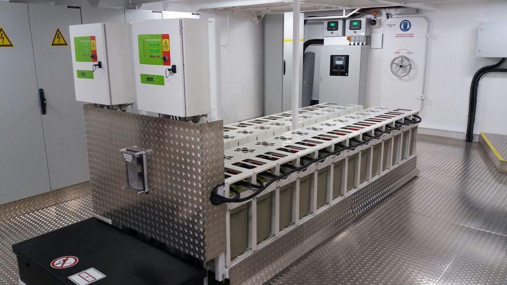 Batteribank fra EST Floattech installert i en ferge.