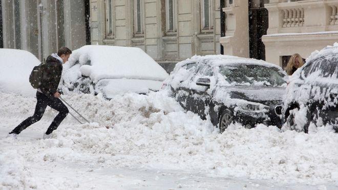 Kulda gjør at dørlåser, mobiler, varmepumper og biler sliter