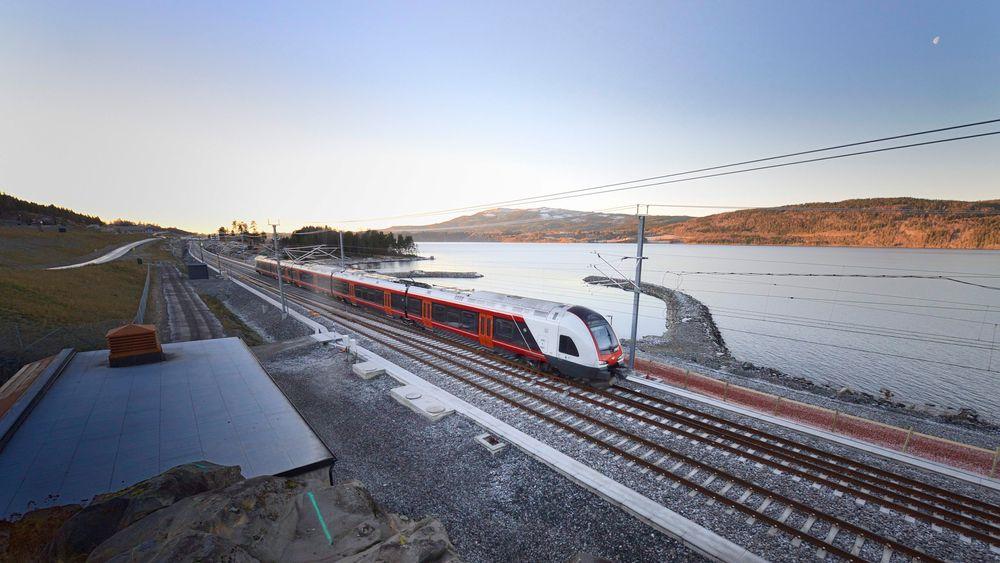 Det har vært store utfordringer med den nye jernbanestrekningen langs Mjøsa.