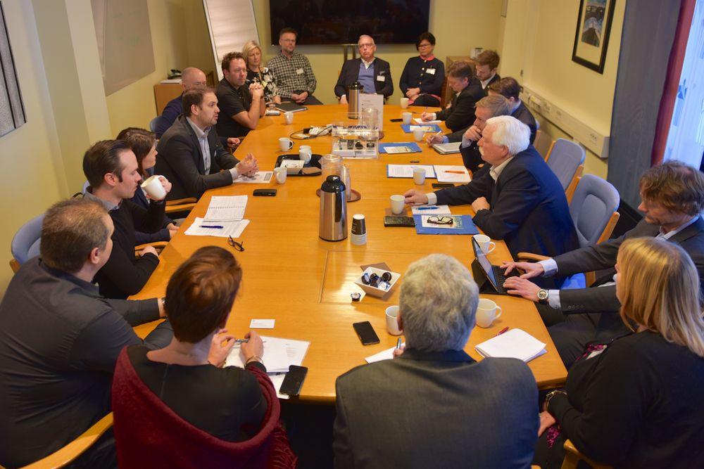 Representanter fra Tekna, Nito, Fellesforbundet, FLT, Lederne og Negotia møtte 28. februar Møre-benken på Stortinget. Uka før møtte de næringsminister Torbjørn Røe Isaksen.