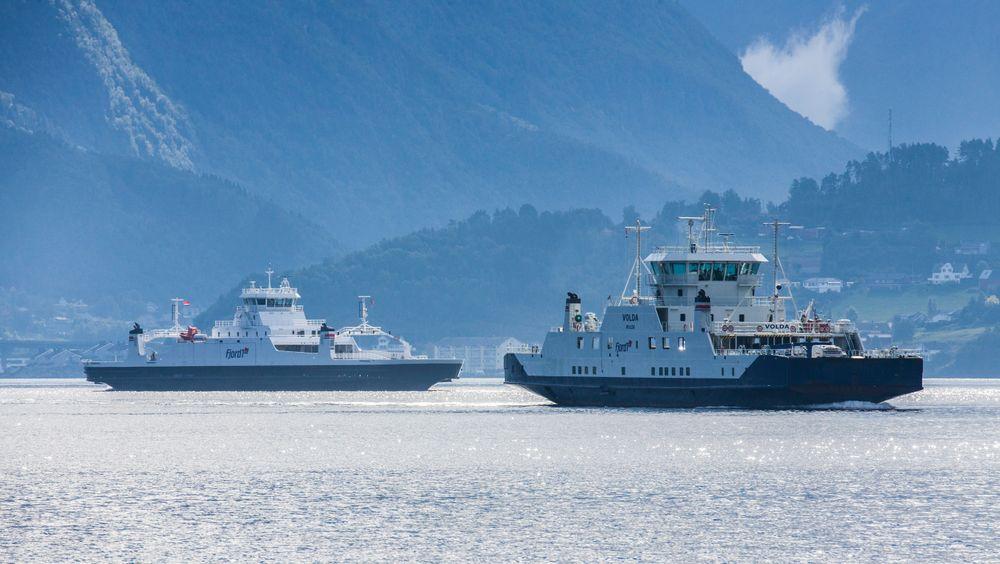 tb62Bilferger fra Fjord1 på ruten mellom Magerholm og Sykkylven i Møre og Romsdal. Nå har Fjord1 signert kontrakter for levering av sju nye ferger høsten 2019. Foto: Halvard Alvik / NTB scanpix