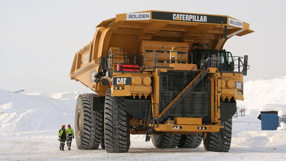 En Caterpillar 795, slurper i seg 400 liter diesel i timen på sin vei opp fra det 490 meter dype dagbruddet i Aitik-gruven utenfor Gällivare i Sverige.