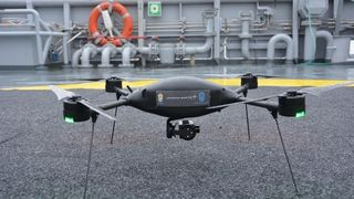 Etter to års testing: Fem kystvaktfartøy får hver sin drone til overvåking