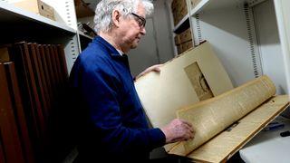 I 1955 begynte Ole Erik i læra som trykker. 63 år senere går han fortsatt på jobb hver dag