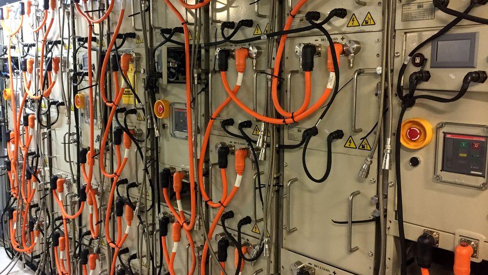 En av de første batteripakken levert fra PBES-fabrikken i Trondheim, ferdig installert i et skip.