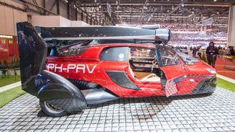 Den flyvende bilen Pal-V ble stilt ut under bilmessen i Genève.