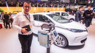 Renaults Fabrice Martin under bilmessen i Genève.