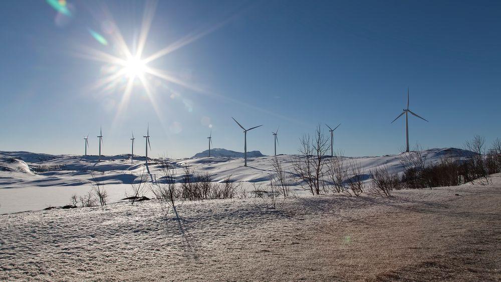 Støybegrensningen for norsk vindkraft er utformet slik at det i gjennomsnitt ikke skal overgå 46,4 dB.