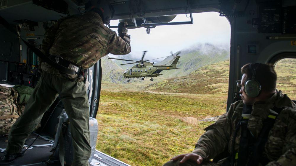 Besetningene på danske EH101-helikoptre i TTT-rolle var i Snowdonia National Park i Wales i fjor høst for å trene på formasjonsflygning i lav høyde i vanskelig terreng.