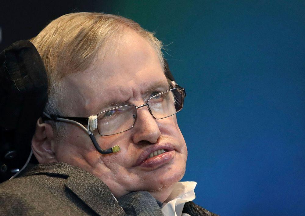 Stephen Hawking avbildet i mai 2015. Hawking døde onsdag.