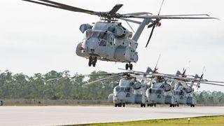 Slik ser det ut når 17 megawatt-helikopteret løfter 16 tonn