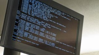 Den rundt ti år gamle Debian-versjonen Lenny/Sid kjøres på i alle fall noen av Ruters informasjonsskjermer.