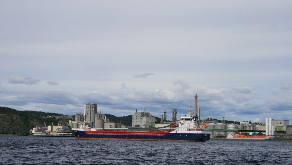 Mye av skipstrafikken i Grenland skal til Herøya der blant annet Yara holder til.