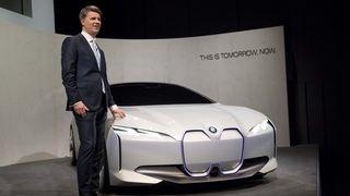 Lover opp til 700 kilometer rekkevidde i nye BMW i4