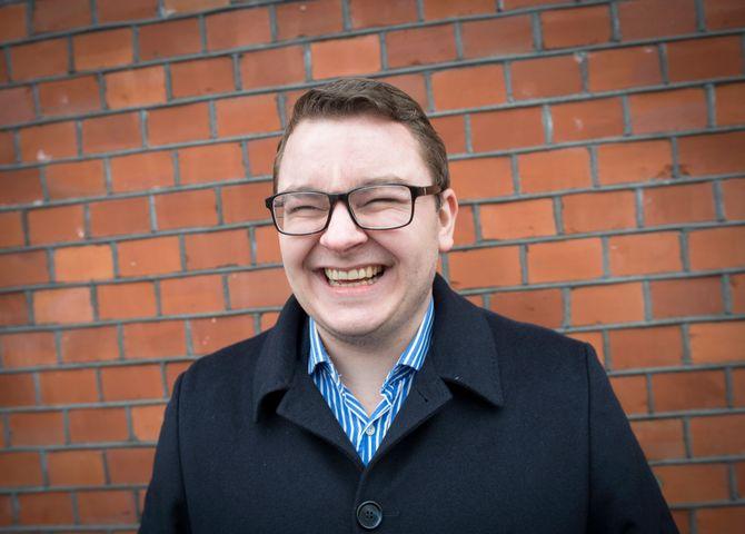 Espen Teigen har ikke mistet humøret etter at han mistet jobben som politisk rådgiver for Sylvi Listhaug, som trakk seg tidligere denne uka som justisminister.