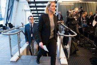 Politisk rådgiver Espen Teigen er med når Sylvi Listhaug (Frp) holder pressekonferanse i Justisdepartementets lokaler i Nydalen i Oslo i forbindelse med at hun trakk seg som justisminister tirsdag