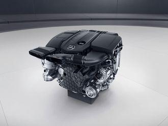 Firesylindret Mercedes-Benz dieselmotor.