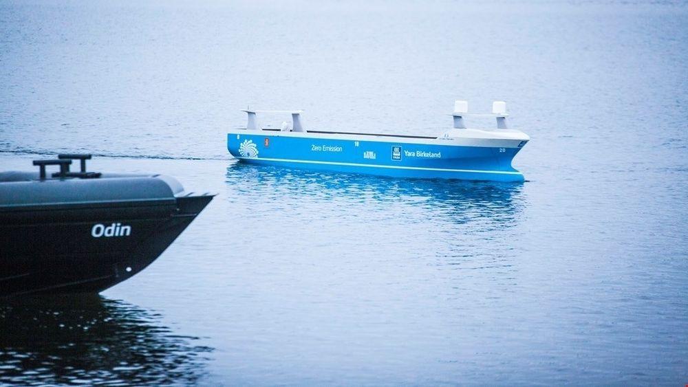 FFI-fartøyet Odin og modell av MV Yara Birkeland i Hortenbassenget.