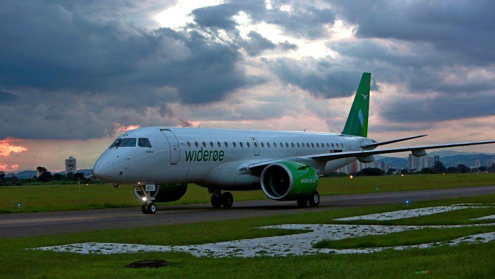 """Widerøes første E190-E2 etter den såkalte """"acceptance flight"""" fra Embraer-fabrikken mandag ettermiddag."""