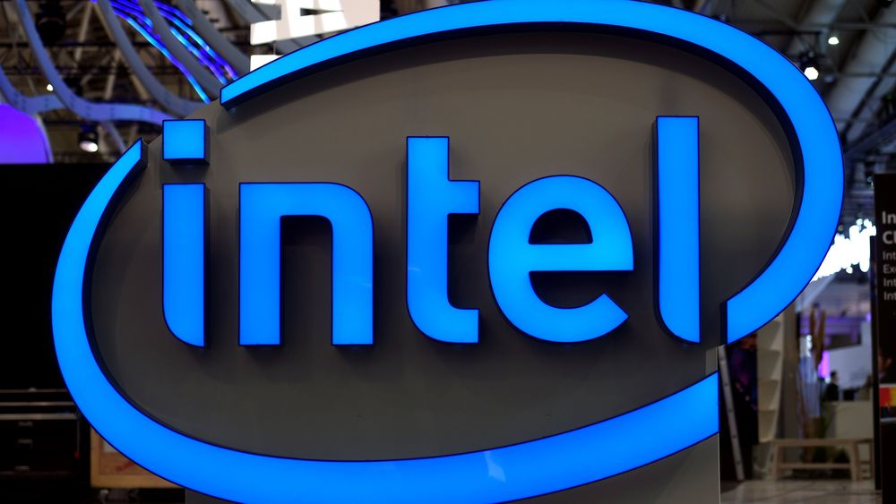 ILLUSTRASJONSBILDE: Intel-logo ved standen til Intel under Cebit-messen i 2017.