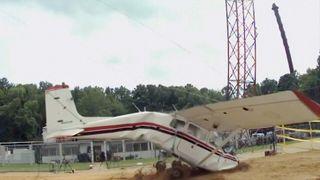Her krasjtester de flyene for å bedre sikkerheten