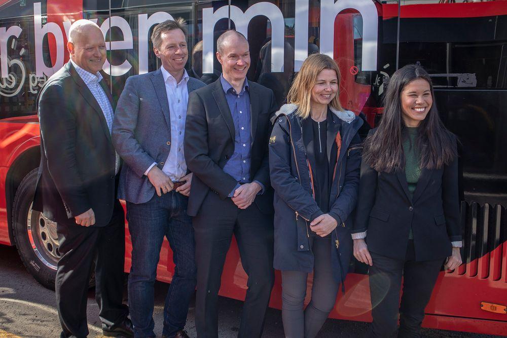 Unibuss-sjef Øystein Svendsen, sjef i Norgesbuss Atle Rønning og  Nobinasjef Jan Volsdal sammen med markedssjef i Ruter, Ellen Rogde og miljøbyråd Lan Marie Berg er enige om at kollektivtransporten i Oslo vil gjøre et byks i elektrifisering neste år.