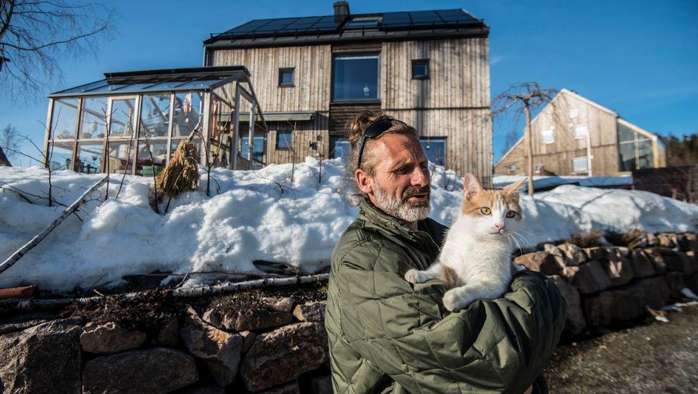Etter tre og et halvt år med problemer har Aron Ljung endelig fått et hus hvor elsystemet fungerer. Men systemet har samme svakhet som førte til store problemer og mye ekstraarbeid tidligere i år.
