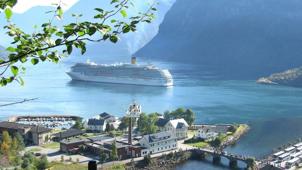 Hellesylt er en av havnene som foreslås bygget ut med landstrøm for cruiseskip.