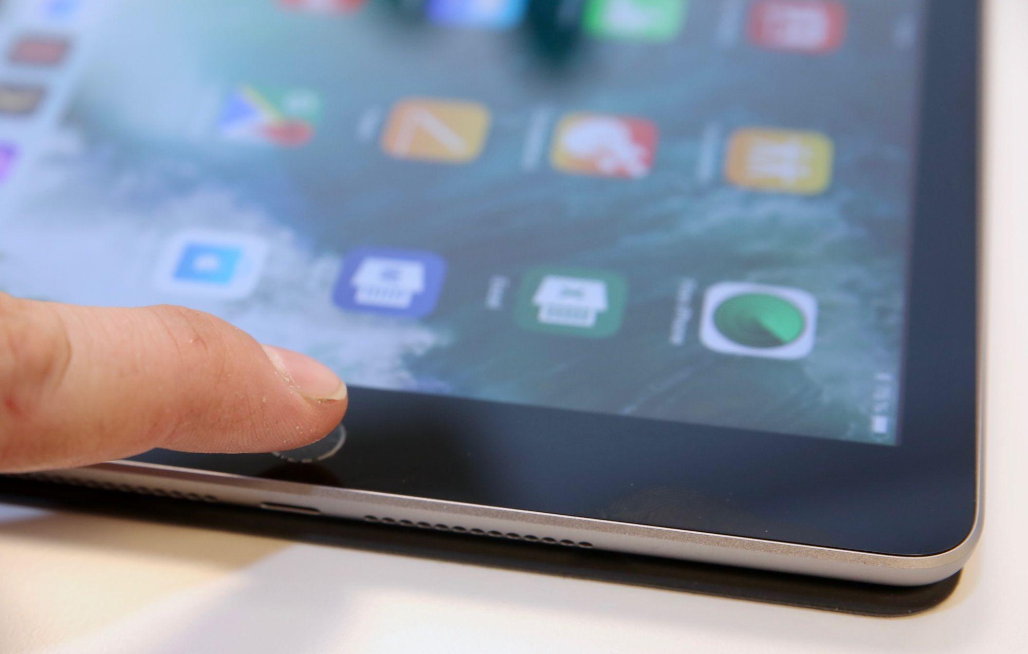 Hekte tastaturet til iPad 2