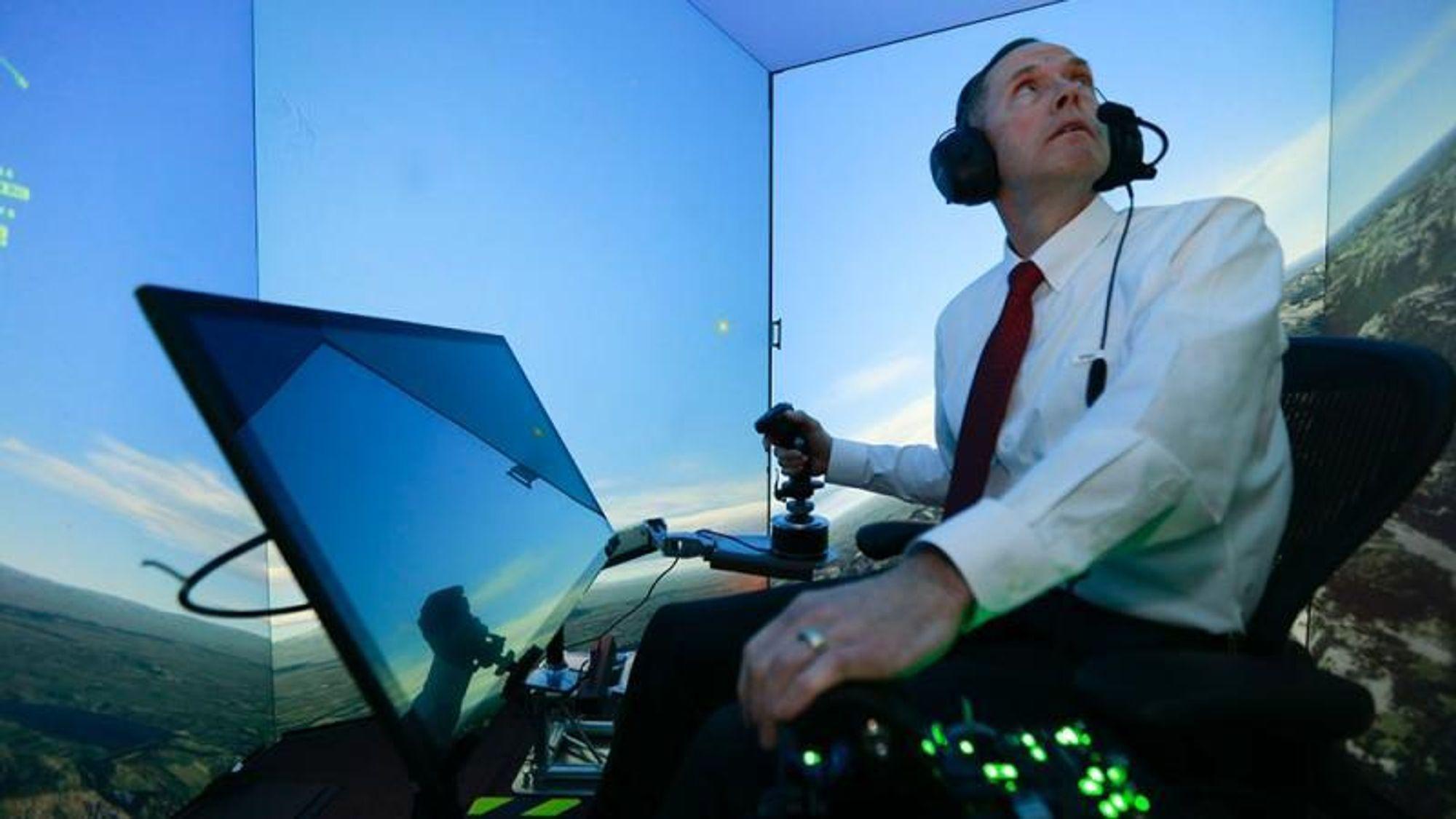 I 2016 lyktes det for første gang en AI-computer å nedkjempe en menneskelig kampflypilot i simulatorøvelser i det amerikanske flyvåpens sentrale forskningslaboratorium i Ohio.
