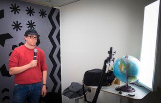 Fungerende redaksjonssjef Ole Marius Trøen i NRK P3nyheter. Her i deres studio for sosiale medier.