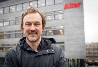 Ansvarlig redaktør og adm. dir Jan Thoresen i SOL.no - her utenfor Aller Medias lokaler på Hasle i Oslo.