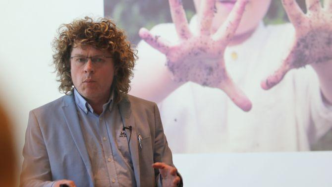 Dag Jørund Lønning, rektor ved Høgskulen for landbruk og bygdeutvikling, har skrevet Jordboka. Han var en av foredragsholderne under konferansen.