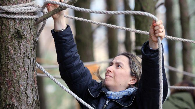 Fabiola Caprioli lærte seg blant annet å lage klatrestativ av tau under besøket i Norge.