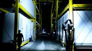 Datasenteret i fjellhallen kjører inn to-tre 40-fots kontainere hver uke