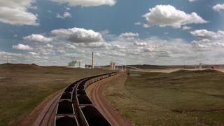 Kulltog nær Dry Fork Station, et kullkraftverk i Gilette, Wyoming i USA.