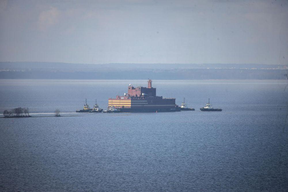 Verdens første flytende kjernekraftverk seiler i neste uke gjennom dansk og norsk farvann på sin ferd fra St. Petersburg til Murmansk.