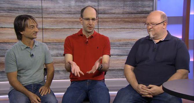 Windows-direktør Joe Belfiore, nettsky- og AI-direktør Scott Guthrie og teknologidirektør Kevin Scott, alle i Microsoft, under en virtuell pressekonferanse i forrige uke.