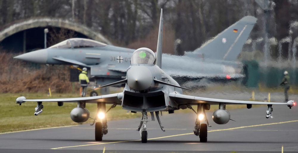 En Eurofighter er i ferd med å starte opp motorene på den tyske kampflybasen i Noervenich i Vest-Tyskland mars 2016.